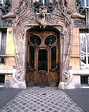 29 Avenue Rapp, Built in 1900, Entrance, Paris, One of the Masterpices of Art Nouveau, Decoration and Sculptures Around the Entrance Door and Windows - 10073-560-1