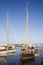 Sailing boat comes in to land at Thurne, Norfolk Broads, Norfolk, England - 31911-40-1