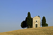 Small stone chapel in the Tuscan landscape - 32080-150-1