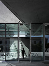 Glass covered walkway at the MAXXI, National Museum of 21st Century Arts, Rome - 12857-440-1