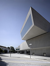 Cantilevered gallery external view, the MAXXI, National Museum of 21st Century Arts, Rome - 12857-490-1