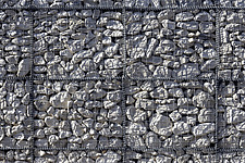 Grid pattern of stones in gabion wall construction - 11289-70-1