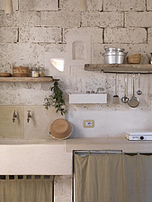 Interior view of a rustic kitchen - 16405-80-1