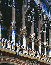 Palau de la Musica, Barcelona - Exterior columns and decoration - 7562-10-1