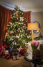 Annoushka Ducas home in Chichester showing Christmas meal decorations - 14877-180-1