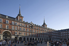A busy Plaza Mayor, Madrid, Spain - 40035-630-1