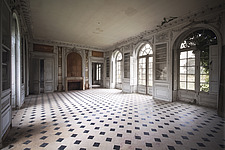 a room in an abandoned castle in France - ARC101308