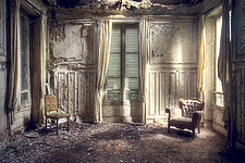 a beautiful room in an abandoned villa in France - ARC101312