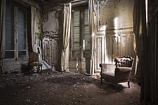 The drawing room in an abandoned villa in Belgium - ARC101315