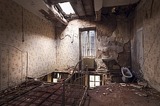 a room in a beautiful abandoned castle in France - ARC101348
