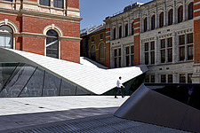 A man passes through the courtyard of the new Sackler Courtyard at the V&A, London, UK, completed in 2017 - ARC104223