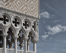 The gothic architectural details and classical statues of the facade of Doge's Palace in Venice - ARC104790