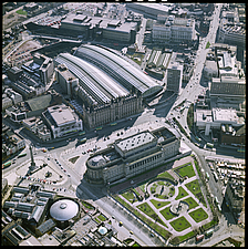 Aerial view of St Georges Hall, St Johns Gardens and Lime Street Railway Station in 1980, Liverpool, England, UK - ARC104769