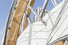 Detail of the curved façade of the Fondation Louis Vuitton by Frank Gehry completed in 2014 - ARC105631