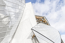 Detail of the curved façade of the Fondation Louis Vuitton by Frank Gehry completed in 2014 - ARC105632