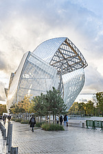 Front view of the Fondation Louis Vuitton by Frank Gehry completed in 2014 - ARC105641