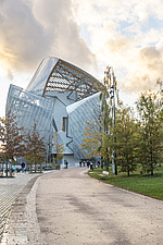 Front view of the Fondation Louis Vuitton by Frank Gehry completed in 2014 - ARC105642