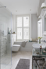 Bathroom in a refurbished apartment in Hove, East Sussex, UK - ARC105841