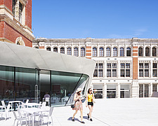 Courtyard and cafe, Exhibition Road Quarter at the Victoria and Albert Museum, London UK - ARC106529