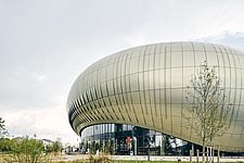 La Cité du Vin, a wine museum that boasts a bulbous shape, completed in 2016, became a major tourist attraction in Bordeaux, Aquitaine, France - ARC108014