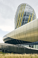 La Cité du Vin, a wine museum that boasts a bulbous shape, completed in 2016, became a major tourist attraction in Bordeaux, Aquitaine, France - ARC108017