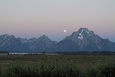 Moonset at sunrise, Grand Teton, Wyoming, USA - 11488-100-1